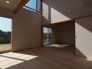 南鎌ヶ谷の家: 麻生英之建築設計事務所が手掛けたリビングです。