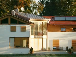 Einfamilienhaus Icking: moderne Häuser von hoyosarchitekten gmbh