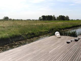 Polder garden in Delft, Holland Andrew van Egmond (ontwerp van tuin en landschap) Jardines de estilo minimalista