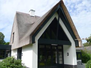 Vrijstaande woning Gerbrandtlaan 9 Schoorl:  Huizen door Architectura, Modern