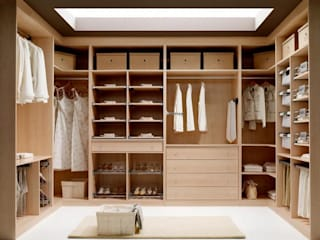 Dressing room by MUEBLES RABANAL SL