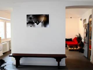 Pasillos, vestíbulos y escaleras de estilo minimalista de Aulaquattro Minimalista