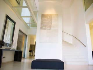 Maison I Couloir, entrée, escaliers minimalistes par GUILLAUME DA SILVA ARCHITECTURE INTERIEURE Minimaliste
