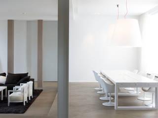 Maison H Salle à manger minimaliste par GUILLAUME DA SILVA ARCHITECTURE INTERIEURE Minimaliste