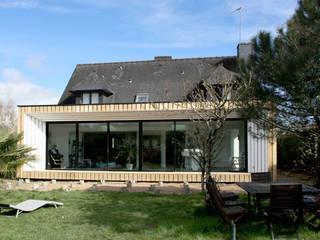 ENGAWA Extension en milieu pavillonnaire: Maisons de style de style Minimaliste par ONZIEME ETAGE SARL d'architecture