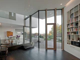 Haus mit Blick über Ulm Moderne Wohnzimmer von Kauffmann Theilig & Partner, Freie Architekten BDA Modern