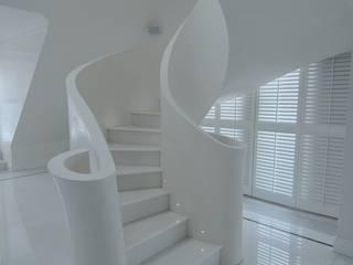 Gang, hal & trappenhuis door livinghome wnętrza Katarzyna Sybilska