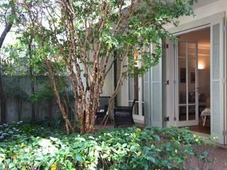 Jardim Frente: Terraços  por Ornella Lenci Arquitetura,