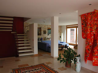 STUDIO DI ARCHITETTURA ZANONI ASSOCIATI Modern corridor, hallway & stairs