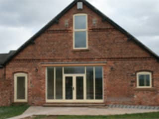​Newhall Farm Barn Conversion Classic style houses by Pete Young Architecture Classic