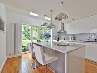 Tony & Lisa's kitchen:  Kitchen by Diane Berry Kitchens