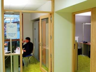 Bureaux des infirmières: Bureaux de style  par 3B Architecture