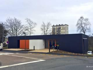 Façade sure rue: Bureaux de style  par 3B Architecture