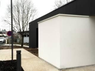 Aménagements extérieurs: Bureaux de style  par 3B Architecture