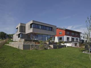Haus am Hang in Altensteig Moderne Häuser von Kauffmann Theilig & Partner, Freie Architekten BDA Modern
