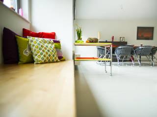 Aménagement & décoration d'un espace de vie à l'esprit vintage revisité Salle à manger moderne par Sensionest Moderne