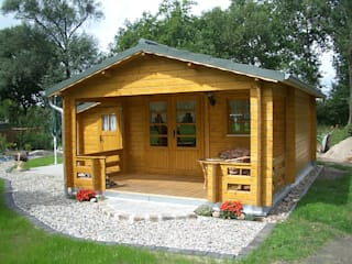 Betana Blockhaus GmbH Casas de estilo escandinavo