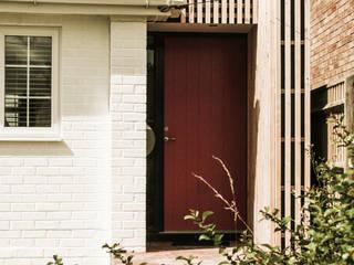 The Pink Door: scandinavian Houses by Klas Hyllen Architects