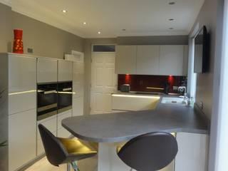MR & MRS HOUSTON'S KITCHEN:  Kitchen by Diane Berry Kitchens
