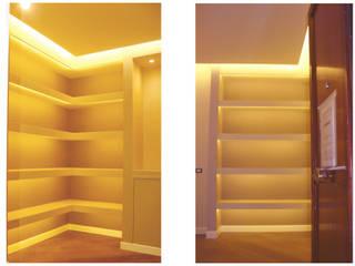 Pasillos, vestíbulos y escaleras de estilo moderno de NicArch Moderno