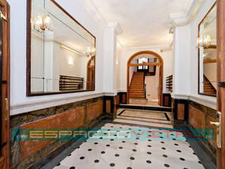 Pasillos y hall de entrada de estilo  por Javier Zamorano Cruz, Clásico