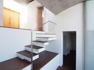 磯子の家: Morii's Atelier+LINK が手掛けた家です。,モダン