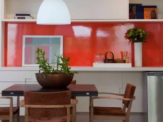 Alto de Pinheiros: Salas de jantar  por Deborah Roig