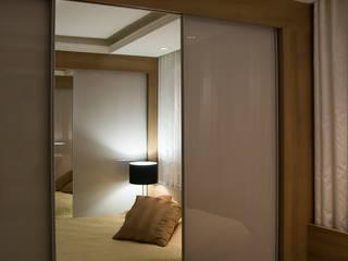 Modern dressing room by Bibiana Menegaz - Arquitetura de Atmosfera Modern