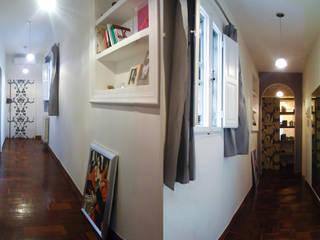 Le due prospettive del corridoio:  in stile  di Lisa Natali Architetto