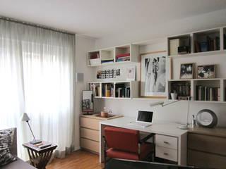 Schreibtisch im Jugendzimmer: moderne Kinderzimmer von hansen innenarchitektur materialberatung