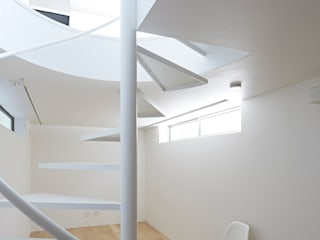 Long Window House another APARTMENT LTD. / アナザーアパートメント Salas multimedia eclécticas