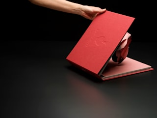 Book of Light (Artechnica): Takeshi Ishiguro Creative Labが手掛けたです。