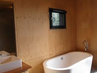 Skandynawska łazienka od homify Skandynawski