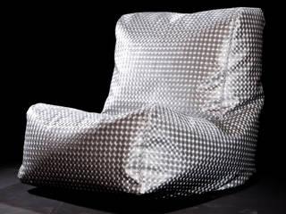 Poltrona CAVENA Cristal Metal: Soggiorno in stile in stile Moderno di CAVENA