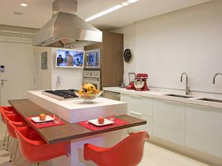 Nhà bếp by Studio Karla Oliveira