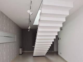 Couloir et hall d'entrée de style  par Emanuela Orlando Progettazione, Moderne