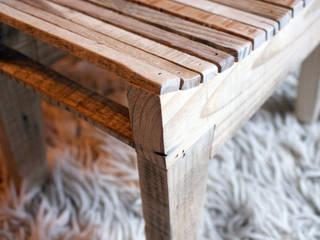 """Tabouret bas """"Sushi"""" - détail de l'assise:  de style  par Atelier Recycl'et Bois"""