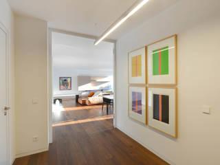 Eingangsbereich: minimalistische Wohnzimmer von wesenfeld höfer architekten