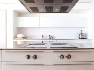 Una cocina para cocinar: : Cocinas de estilo  de Greek Barcelona