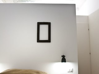 R3ARCHITETTI Minimalistyczna sypialnia