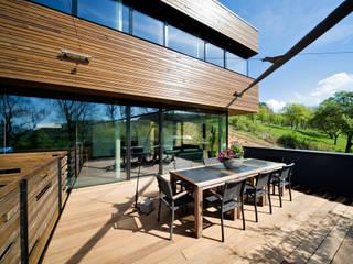 Ökologisches Massivholzhaus:  Terrasse von massive passive