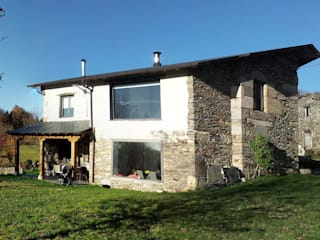 REHABILITACIÓN DE VIVIENDA UNIFAMILIAR EN TOURÓN: Casas de estilo ecléctico de arquitectura SEN MÁIS