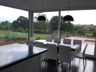 Vivienda Unifamiliar en Noreña: Comedores de estilo  de Eva Fonseca estudio de arquitectura