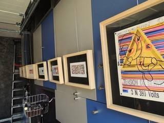 Pop up art gallery : Garage / Hangar de style  par Distriref