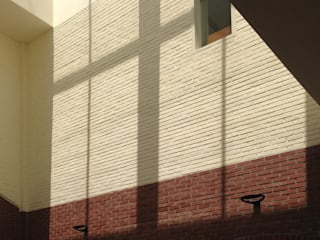 St.Francisco education center Re-modeling and extension: ISON ARCHITECTS의  학교
