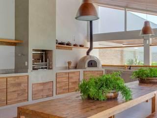 Lazer em Atibaia: Piscinas  por Nautilo Arquitetura & Gerenciamento,Moderno