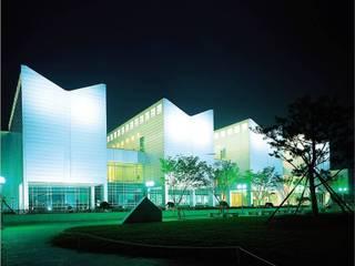 부산시립미술관: (주)일신설계종합건축사사무소의  전시장,모던