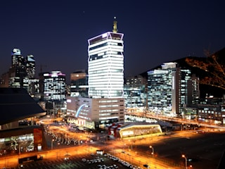 KNN방송국 센텀 신사옥: (주)일신설계종합건축사사무소의  회의실,모던
