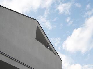 吉川の住まい House in yoshikawa: タイラ ヤスヒロ建築設計事務所/yasuhiro taira architects & associatesが手掛けた家です。