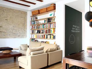 Reforma de vivienda Salones de estilo moderno de 5lab Moderno